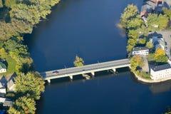 Der Saco-Fluss, der die zwei Städte von Biddeford und von Saco in Maine angrenzt lizenzfreie stockbilder