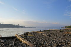 Der Saint Laurent-Fluss von einem alten Hafen Lizenzfreies Stockbild