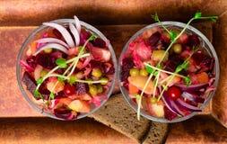 der Salat der Essigsoßeroten rübe lizenzfreie stockbilder