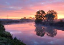 Der schöne Fluss lizenzfreie stockfotografie