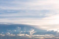 Der schöne Himmel besteht Wolken Stockfotografie