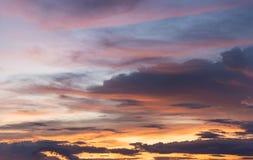 Der schöne Himmel besteht Wolken Lizenzfreie Stockbilder