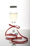 Der schöne Kristallbecher mit Wein Lizenzfreies Stockfoto