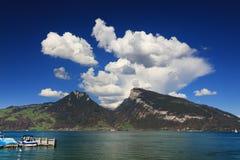 Der schöne See Thun - Thunersee auf Deutsch Lizenzfreie Stockfotos
