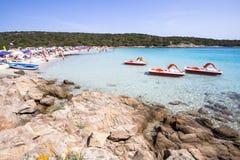 Der schöne Strand auf Sardinien-Insel, Italien lizenzfreies stockbild