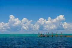 Der schöne Türkis und das blaue Wasser der Golf-Küstenseite O lizenzfreie stockfotografie