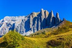 Der schöne Weg in den italienischen Dolomit Lizenzfreies Stockbild