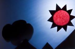 Der Schatten der Sonne und der Berge. Lizenzfreies Stockfoto