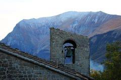 Der Schatten des Berges stockfotografie