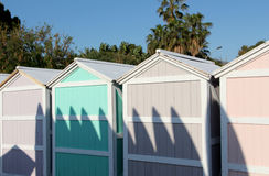 Der Schatten einiger Windsurfenbretter Stockbild