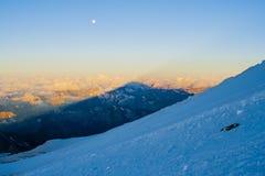 Der Schatten vom Elbrus Stockfotos