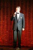 Der Schauspieler liest die Gedichte von Dichtern an der Front Lizenzfreies Stockbild
