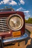 Der Scheinwerfer eines Retro- Autoabschlusses oben Sowjetisches Auto stockfotos