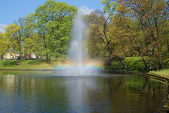 Der schillernde Brunnen auf dem Stadtkanal Park des Bastionny-Hügels, Riga lettland Stockfoto