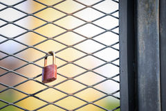 Der Schlüssel ist verschlossen lizenzfreie stockbilder
