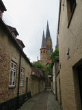Der Schleswiger Dom. Schleswig cathedral wied from narrow street in old part of town Stock Photography