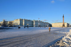 Der Schnee auf Palastquadrat an einem sonnigen Tag Lizenzfreies Stockbild