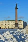 Der Schnee auf Palastquadrat an einem sonnigen Tag Stockbild