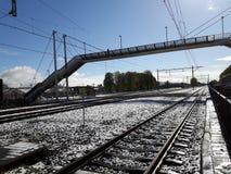 Der schneebedeckte Schienenstrang im steenwijk, Netherland Stockfoto