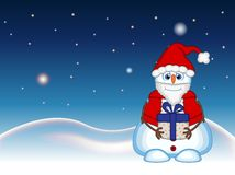 Der Schneemann, der ein Geschenk trägt und ein Santa Claus-Kostüm mit Stern-, Himmel- und Schneehügelhintergrund für Ihr Design t Stockfotos