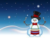 Der Schneemann, der einen Hut und die Fliegen spielen Trommeln mit Stern-, Himmel- und Schneehügelhintergrund für Ihr Design träg Stockbild