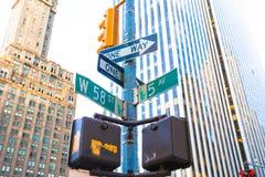 Der Schnitt der 58. Straße und der 5. Allee herein Stockfoto
