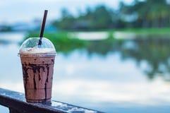 Der Schokolade kühle Unschärfe-Hintergrundfluß Lizenzfreies Stockfoto