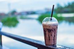 Der Schokolade kühle Unschärfe-Hintergrundfluß Stockfoto