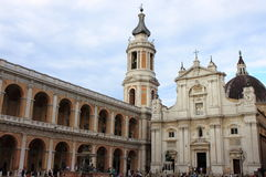 Der Schrein von Loreto drängte sich von den Touristen Stockfotografie
