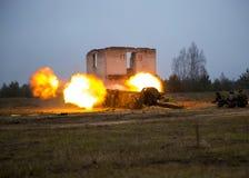 Der Schuss des Artilleriefeuers Stockfoto