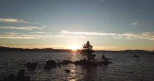 Der Schuss des Sonnenuntergangs über Lake Tahoe nevada USA stock footage