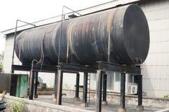Der schwarze alte Öltanker Stockbilder
