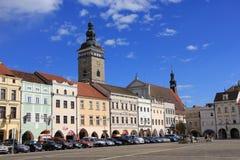 Der schwarze Turm und das Quadrat Ottokar II in› ÄŒeské BudÄ jovice Lizenzfreies Stockbild