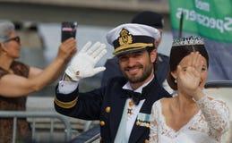 Der schwedische Prinz Carl-Philip Bernadotte und sein Frauwellenartig bewegen Stockfotos