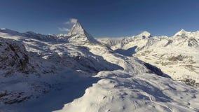 Der Schweizer Markstein fotografierte im schönsten Wetter stock footage