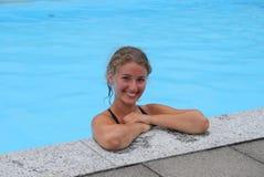 Der Schwimmer im Pool Stockbild