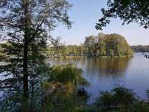 Der See Amtssee nahe der ehemaligen Abtei Chorin in Deutschland Stockbilder