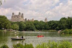 Der See Central Park und das Beresford New York stockfotos