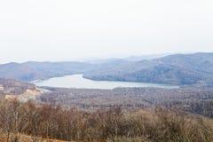 Der See in den Bergen Lizenzfreie Stockbilder
