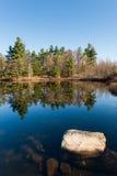 Der See im kanadischen Park stockbilder