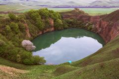 Der See ist Karstursprung Lizenzfreies Stockfoto