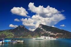 Der See Thun Thunersee auf Deutsch Lizenzfreie Stockbilder