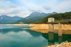 Der See und der Überwachungsturm Stockfotografie