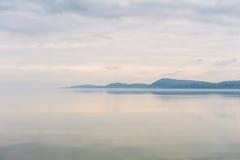 Der See und der Berg in den Wolken in Vermont lizenzfreies stockfoto