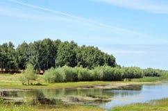 Der See unter den Feldern Stockfoto