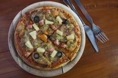 Der selbst gemachte Pizzateig Lizenzfreie Stockfotografie