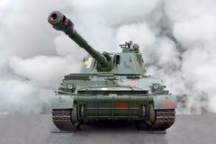 Der selbstfahrenden Vorderansicht Raupenhaubitze der militärischen Ausrüstung stockfoto