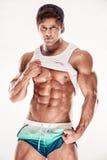 Der sexy muskulöse Eignungsmann, der sixpack zeigt, mischt ohne Fett mit stockfotografie