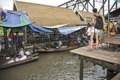 Der sich hin- und herbewegende Markt in Bangkok, Thailand Stockbilder