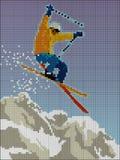 Der Skifahrer springend mit dem Berg, der aus Pixeln besteht Lizenzfreies Stockfoto